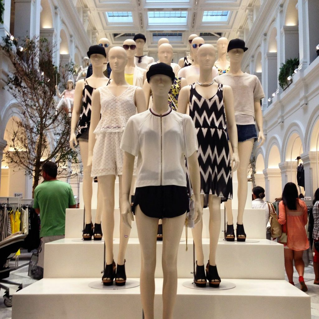 h m entering australia H&m is pushing ahead with an aggressive expansion drive, with plans to open 400 new stores this year, including forays into india, peru, south africa and taiwan.
