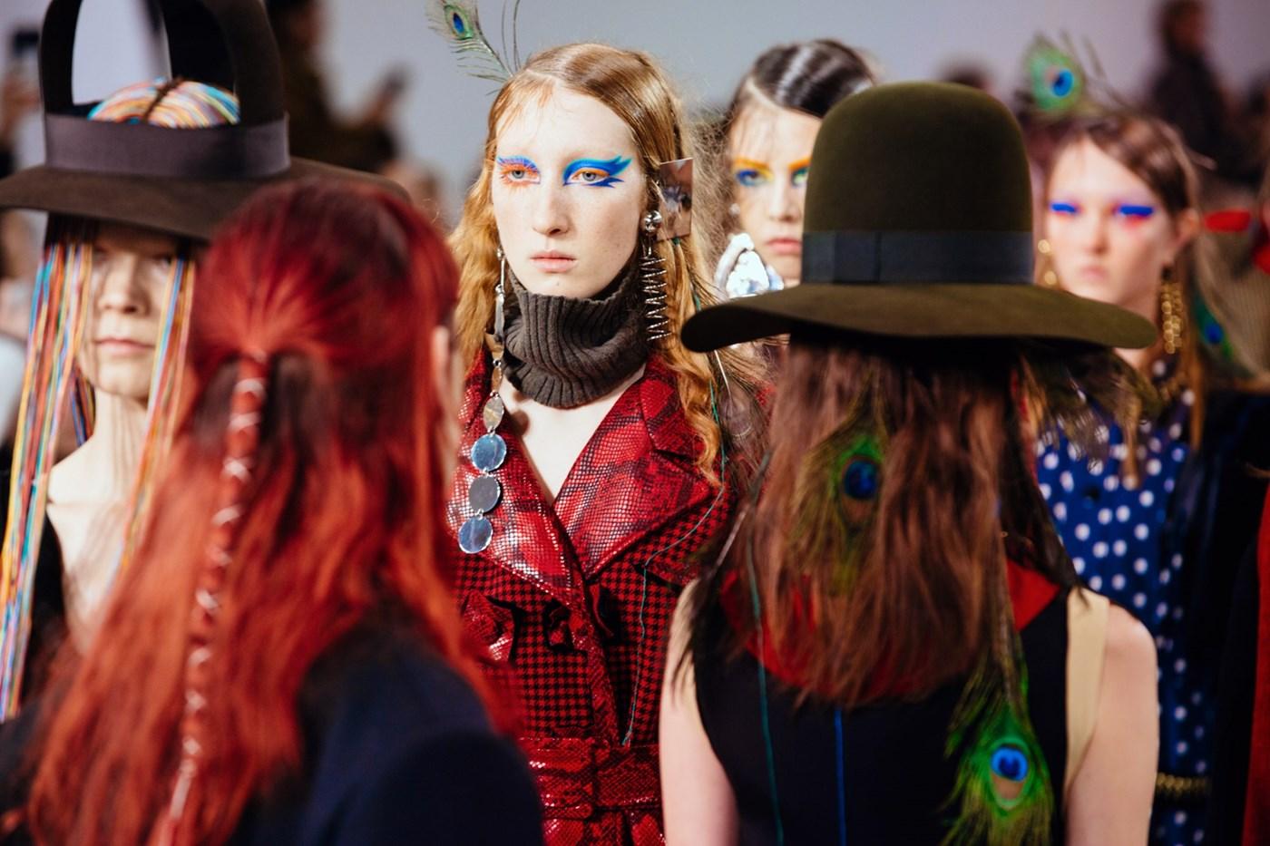 maison margiela, show, desfile, pfw, paris fashion week, make up, maquiagem, colorida