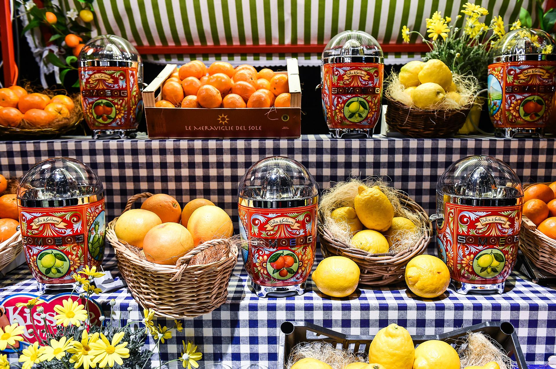 dolce & gabbana, smeg, utensilios, dosmesticos, italianos, decorados, desejos, batedeira, espremedor, torradeira, liquidificador, kettle, cafeteira