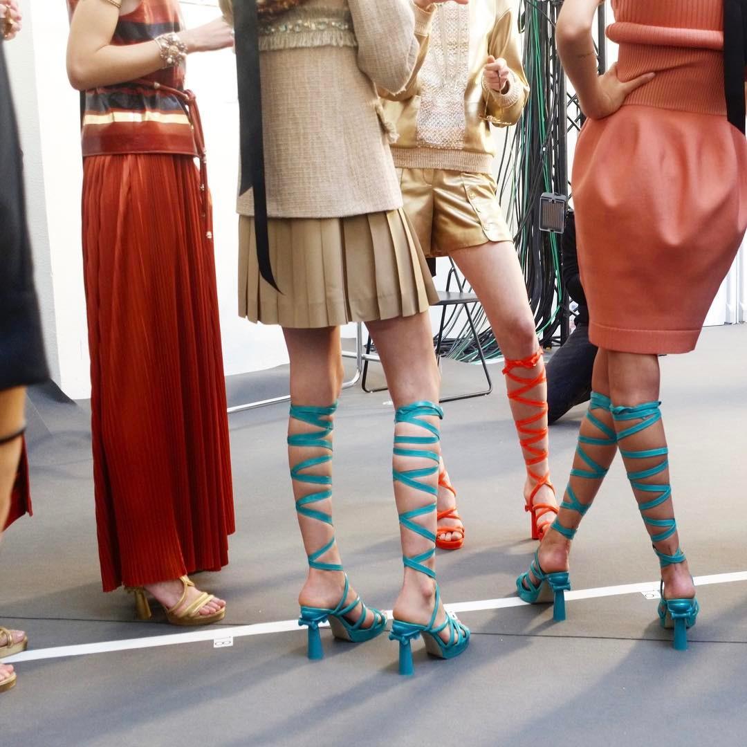 chanel, grécia, desfile, resort, 2017, 2018, paris, fotos, detalhes, look, modelos, sandalia gladiadora