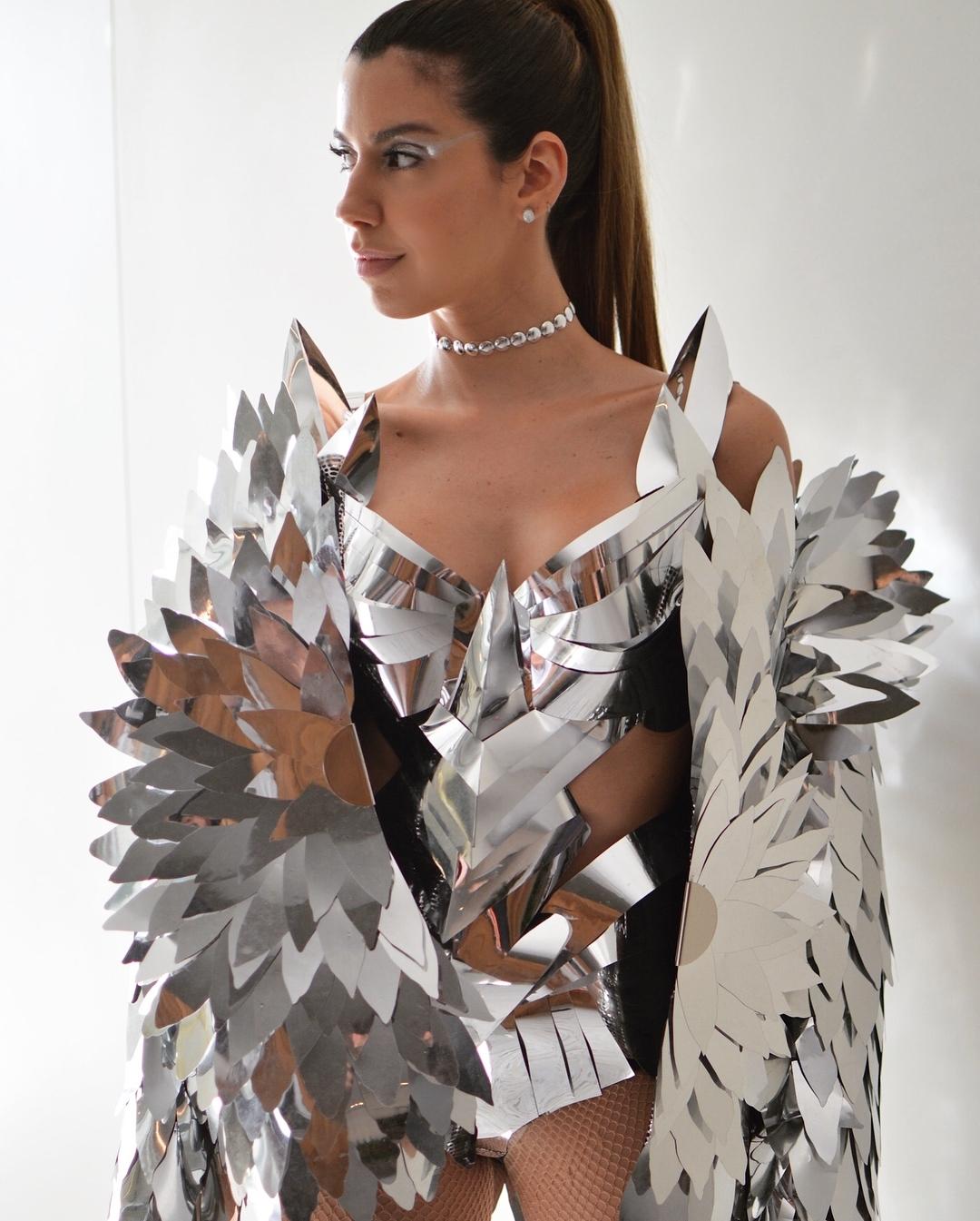 camila coutinho, blogueira de moda, fantasia, carnaval, ben, metal, bloco da favorita, look, famosos,